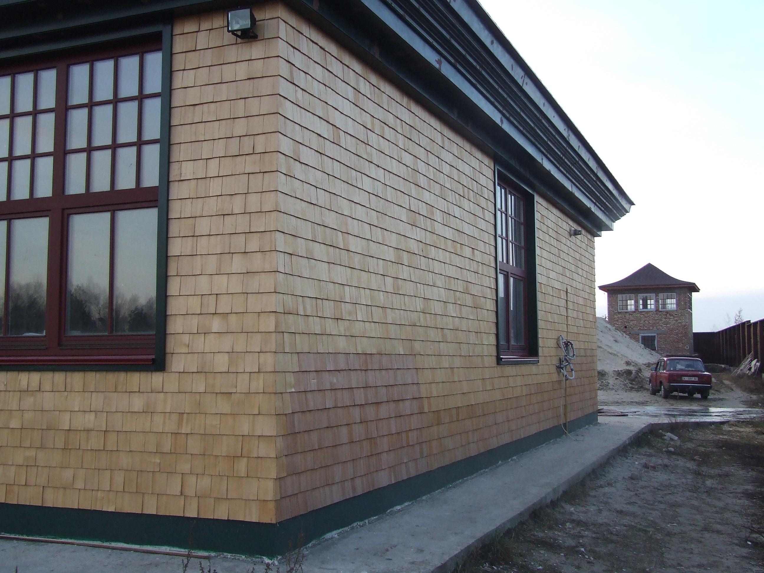 Фасад при помощи гонта