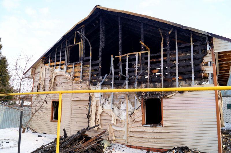 Сгоревший каркасный дом
