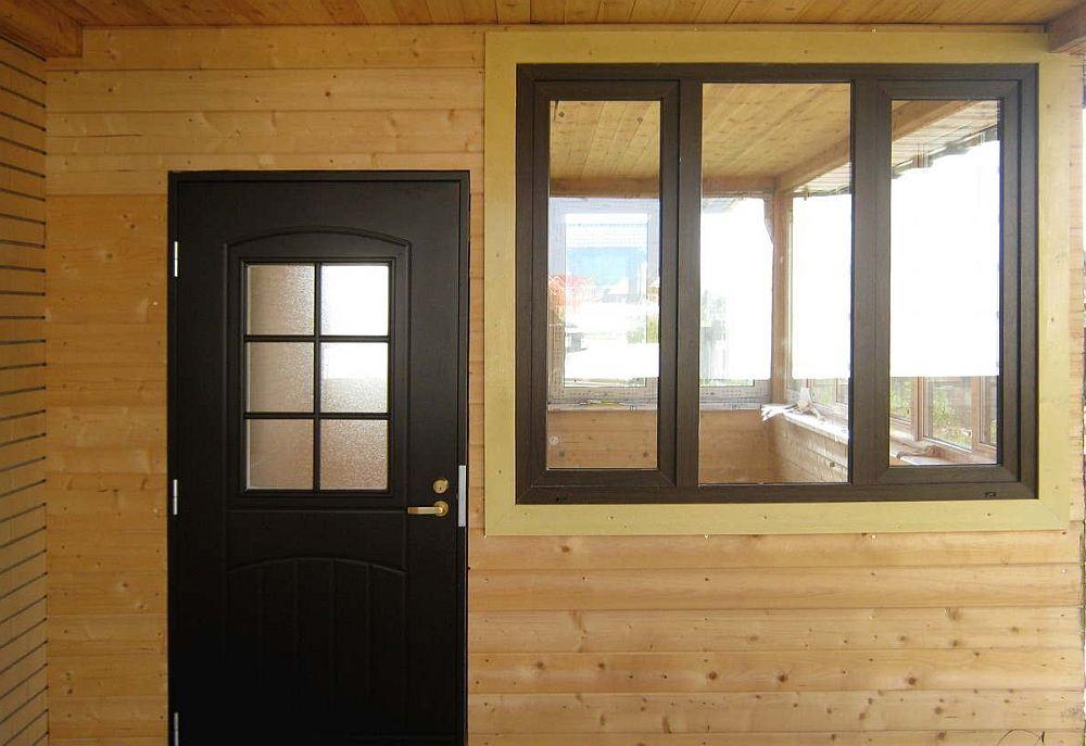 Окно и дверь в каркасном доме
