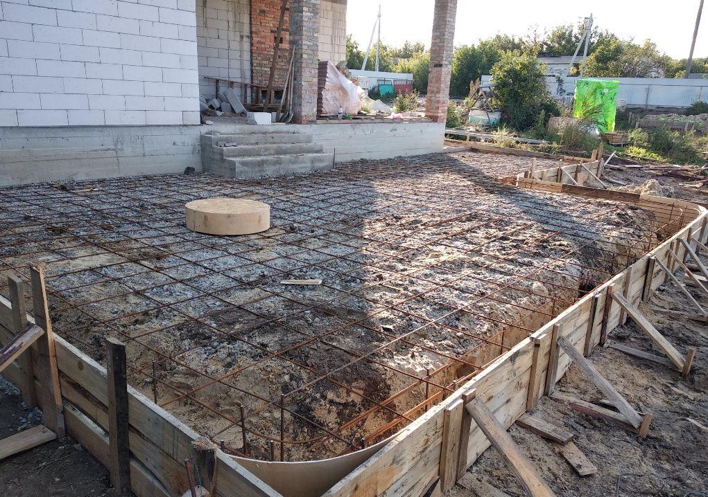 Обустройство основания веранды из бетона